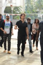 Tiger Shroff at Jamnabai_s Cascade on 7th Aug 2016 (21)_57a7690927032.JPG
