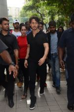 Tiger Shroff at Jamnabai_s Cascade on 7th Aug 2016 (22)_57a7690aad000.JPG