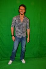 Tiger Shroff snapped in Mumbai to promote The Flying Jatt on 6th Aug 2016 (46)_57a745aa7f42b.JPG