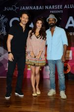 Tiger Shroff, Jacqueline Fernandez, Remo D Souza at Jamnabai_s Cascade on 7th Aug 2016 (12)_57a7692fa2918.JPG