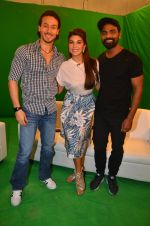 Tiger Shroff, Jacqueline Fernandez, Remo D Souza snapped in Mumbai to promote The Flying Jatt on 6th Aug 2016 (45)_57a74563b6897.JPG