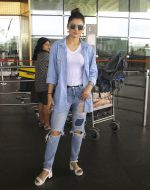 Urvashi Rautela snapped at airport on 6th Aug 2016 (10)_57a737ad581c6.JPG