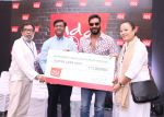 Praveen Reddy, Director, Restaurant Excellence and Area Countries, KFC India and Hope ambassador Ajay Devgn handing over the cheque to Angela Nar and Jeff Lepps from Response Net at KFC add HOPE event in Chandigarh_57a8bd47dbb73.JPG