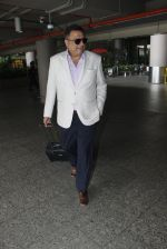 Boman Irani snapped at airport on 8th Aug 2016 (13)_57a94c43a1bcc.JPG