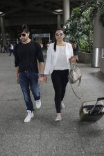 Himesh Reshammiya snapped at airport on 8th Aug 2016 (21)_57a94c4e9a5a6.JPG