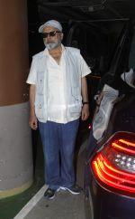 Pankaj Kapur snapped at airport on 8th Aug 2016 (5)_57a94c5f91d1c.JPG