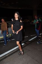 Pooja Hegde leave for Ahmedabad snapped at airport on 8th Aug 2016 (2)_57a94c9eb6cfb.JPG