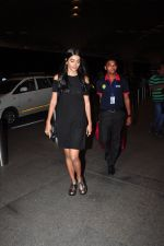 Pooja Hegde leave for Ahmedabad snapped at airport on 8th Aug 2016 (4)_57a94ca065ae0.JPG
