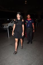 Pooja Hegde leave for Ahmedabad snapped at airport on 8th Aug 2016 (5)_57a94ca200d5e.JPG