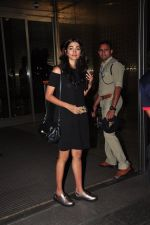 Pooja Hegde leave for Ahmedabad snapped at airport on 8th Aug 2016 (7)_57a94ca40efae.JPG