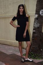 Pooja Hegde snapped in Mumbai on 8th Aug 2016 (11)_57a94df0012bb.JPG