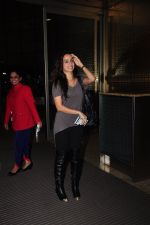 Shraddha Kapoor leave for Half Girlfriend shoot in Cape Town snapped at airport on 8th Aug 2016 (19)_57a94caef3887.JPG