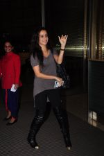 Shraddha Kapoor leave for Half Girlfriend shoot in Cape Town snapped at airport on 8th Aug 2016 (20)_57a94cb02b36b.JPG