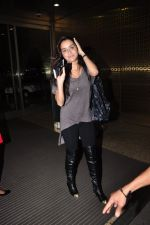 Shraddha Kapoor leave for Half Girlfriend shoot in Cape Town snapped at airport on 8th Aug 2016 (24)_57a94cb3749c4.JPG