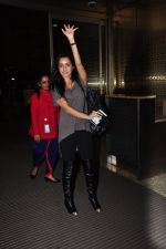 Shraddha Kapoor leave for Half Girlfriend shoot in Cape Town snapped at airport on 8th Aug 2016 (27)_57a94cb622147.JPG