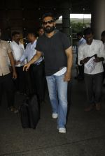 Sunil Shetty snapped at airport on 8th Aug 2016 (37)_57a94c891e64d.JPG