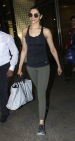 Deepika Padukone snapped at airport on 9th Aug 2016 (11)_57ab3aab81baf.JPG