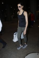 Deepika Padukone snapped at airport on 9th Aug 2016 (18)_57ab3ab385353.JPG
