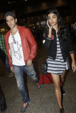 Hrithik Roshan, Pooja Hegde snapped at airport on 9th Aug 2016 (3)_57ab3abd9d22e.JPG
