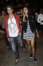 Hrithik Roshan, Pooja Hegde snapped at airport on 9th Aug 2016 (7)_57ab3ac25e1ec.JPG