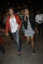 Hrithik Roshan, Pooja Hegde snapped at airport on 9th Aug 2016 (8)_57ab3ae3505c1.JPG
