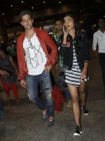 Hrithik Roshan, Pooja Hegde snapped at airport on 9th Aug 2016 (9)_57ab3ac3ce7fd.JPG