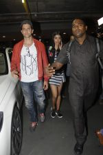 Hrithik Roshan, Pooja Hegde snapped at airport on 9th Aug 2016 (15)_57ab3ac767da2.JPG