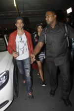 Hrithik Roshan, Pooja Hegde snapped at airport on 9th Aug 2016 (16)_57ab3ac8698b9.JPG