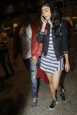Hrithik Roshan, Pooja Hegde snapped at airport on 9th Aug 2016 (2)_57ab3ae040614.JPG