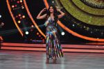 Jacqueline Fernandez on the sets of Jhalak Dikkhla Jaa 9 on 9th Aug 2016 (261)_57aab011916aa.JPG