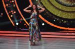 Jacqueline Fernandez on the sets of Jhalak Dikkhla Jaa 9 on 9th Aug 2016 (278)_57aab0202cea6.JPG