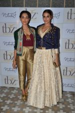 Neha Dhupia, Sarah Jane Dias at Natasha J preview in Mumbai on 9th Aug 2016 (21)_57aaae59ae0a6.JPG