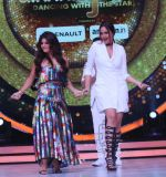 Sonakshi Sinha on the sets of Jhalak Dikkhla Jaa 9 on 9th Aug 2016 (193)_57aab18f8d84e.JPG