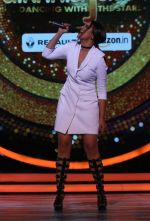 Sonakshi Sinha on the sets of Jhalak Dikkhla Jaa 9 on 9th Aug 2016 (207)_57aab19a79f92.JPG