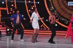 Sonakshi Sinha on the sets of Jhalak Dikkhla Jaa 9 on 9th Aug 2016 (322)_57aab1a95a272.JPG