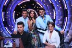 Sonakshi Sinha, Manish Paul, Ganesh Hegde on the sets of Jhalak Dikkhla Jaa 9 on 9th Aug 2016 (212)_57aaafb1920ec.JPG