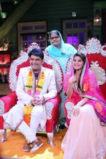 Kapil Sharma and Jacqueline Fernandez tie the knot on the sets of The Kapil Sharma Show on 10th Aug 2016 (5)_57ac81419eefb.JPG