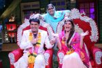 Kapil Sharma and Jacqueline Fernandez tie the knot on the sets of The Kapil Sharma Show on 10th Aug 2016 (8)_57ac811d1eee1.JPG
