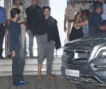 Akshay Kumar snapped at airport on 10th Aug 2016 (10)_57ac48688bed4.JPG