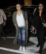 Alia BHatt snapped at airport on 10th Aug 2016 (82)_57ac44581a2b3.JPG