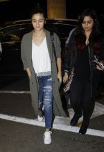 Alia BHatt snapped at airport on 10th Aug 2016 (83)_57ac44590a0c0.JPG