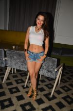 Ameesha Patel snapped at Corner House for friends party on 10th Aug 2016 (17)_57ac44507ef27.JPG