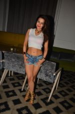 Ameesha Patel snapped at Corner House for friends party on 10th Aug 2016 (21)_57ac4453efd06.JPG
