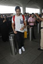 Ayushman Khurana snapped at airport on 10th Aug 2016 (58)_57ac446fa36f5.JPG