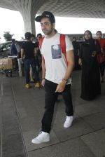 Ayushman Khurana snapped at airport on 10th Aug 2016 (59)_57ac44705b518.JPG