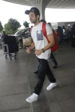 Ayushman Khurana snapped at airport on 10th Aug 2016 (60)_57ac4471c800e.JPG