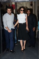 Kangana Ranaut snapped leaving recording studio on 10th Aug 2016 (10)_57ac842d202a8.JPG
