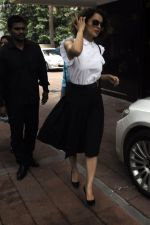 Kangana Ranaut snapped leaving recording studio on 10th Aug 2016 (2)_57ac806de3187.jpg