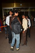 Shah Rukh Khan leaves with family on 10th Aug 2016 (12)_57ac49d911fb0.JPG