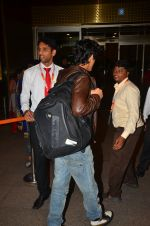 Shah Rukh Khan leaves with family on 10th Aug 2016